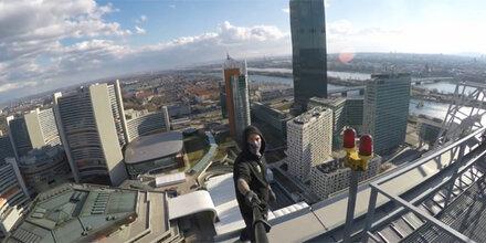 Verrückte klettern auf Donau City