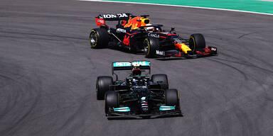 Formel 1 in Portimao Zweikampf Verstappen und Bottas