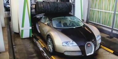Irre: Mit Bugatti Veyron in die Waschanlage