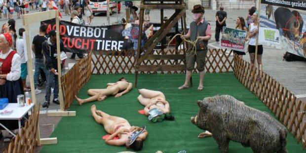 Nackt in einer Menschenmenge