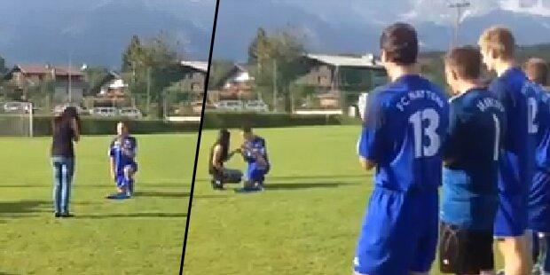 VIDEO: Heiratsantrag am Spielfeld