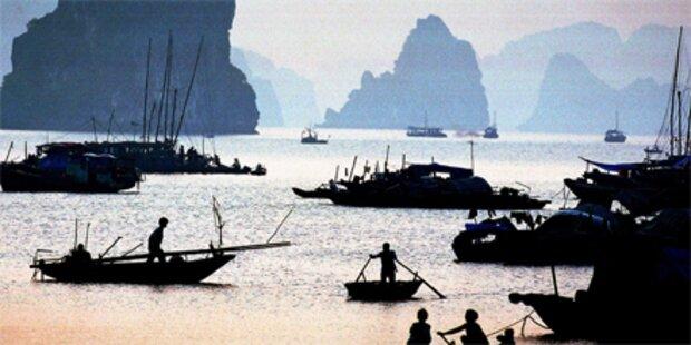 Touristenschiff in Vietnam gesunken