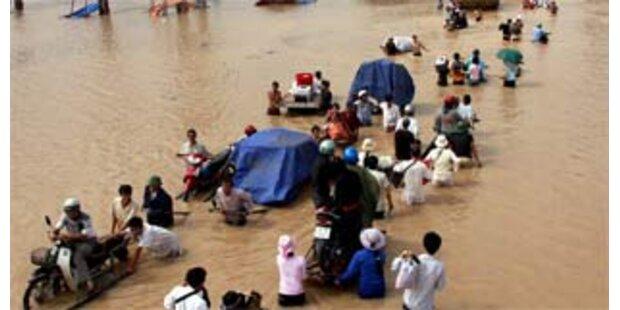 Hochwasser in Vietnam und China steigt