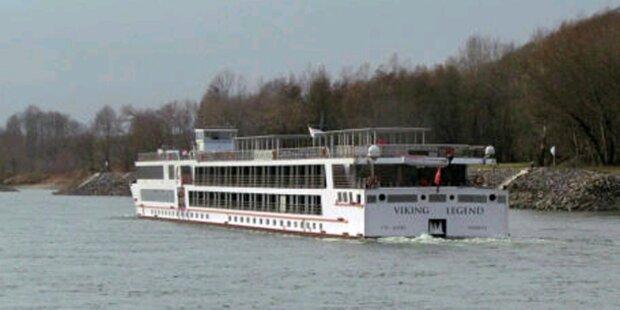 Kreuzfahrtschiff auf der Donau gestrandet