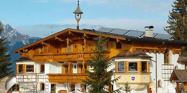 Die Villa des Unternehmers am Weerberg bei Schwaz, wo die Tragödie stattfand.