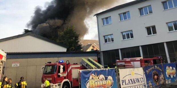 Meterhohe Rauchsäulen: Großbrand in Villach!