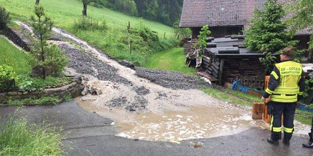 Erste Überschwemmungen in Westösterreich