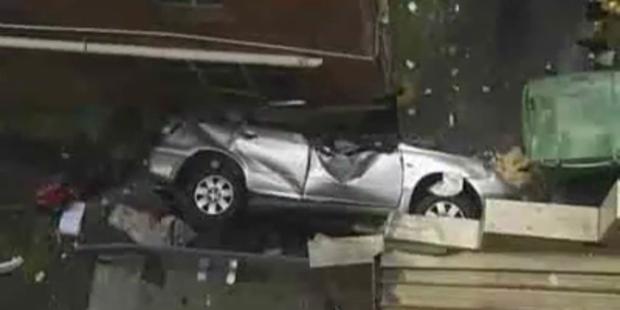Fahrerin stürzt 30 Meter tief aus Parkhaus