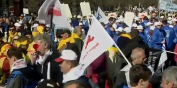 50.000 protestieren gegen EU-Sparpaket