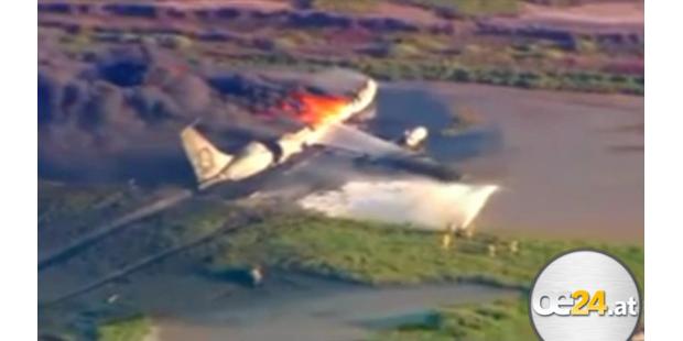 Tank-Flugzeug nach Start in Flammen
