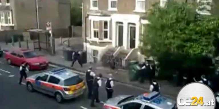 Macheten-Mann attackiert 30 Polizisten