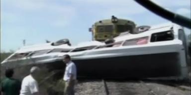 6 Tote: Schulbus von Güterzug erfasst
