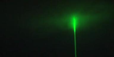 Starker Laser strahlt über 150 km ins Weltall