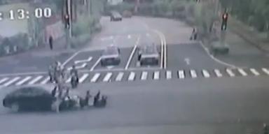 "Autofahrer kracht in ""Biker-Quintett"""