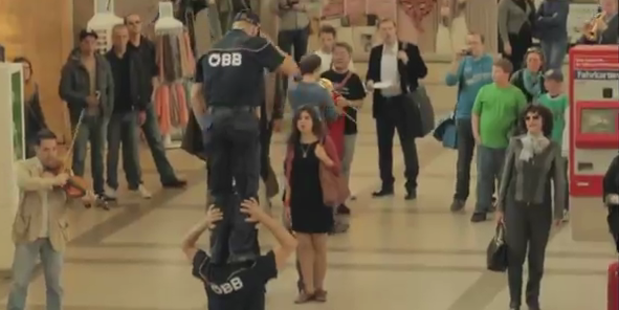 Flashmob verwandelt Westbahnhof in Oper
