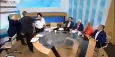 Prügel-Attacke im griechischen TV