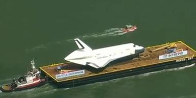 """Raumfähre """"Enterprise"""" auf ihrer letzten Reise"""