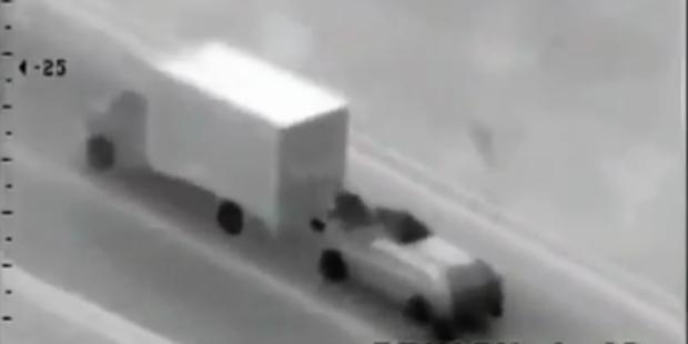 Gewagter Überfall auf fahrenden LKW