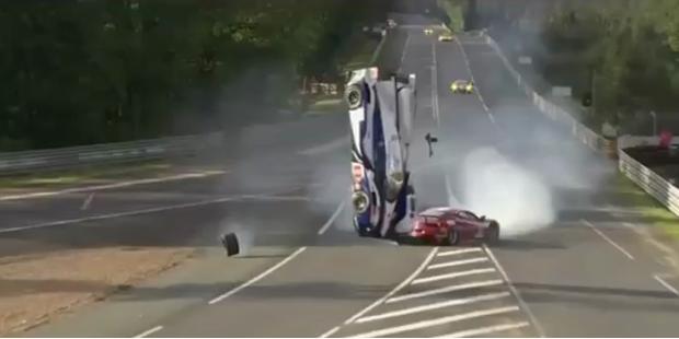 Horrorcrash bei 24-Stunden- Rennen in Le Mans