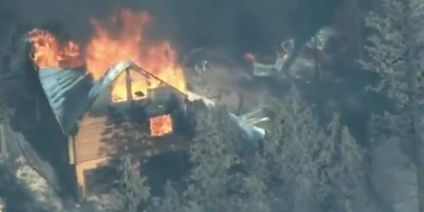 Waldbrände zwingen Tausende zur Flucht