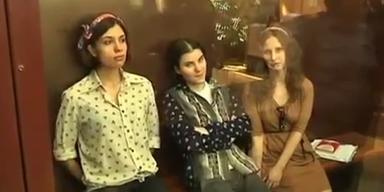 """Pussy Riot""-Punks drohen drei Jahre Haft"