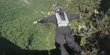 Spektakulär: Basejump an höchstem Wasserfall