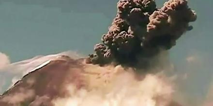 Ecuador: Vulkan spuckt erneut Feuer