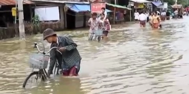 Burma: Zehntausende fliehen vor den Fluten