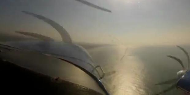 Flugzeuge verhakten sich mitten in der Luft