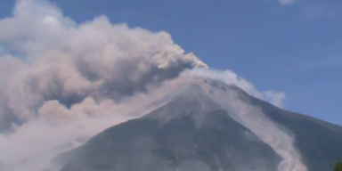 Feuervulkan Fuego in Guatemala speit Asche