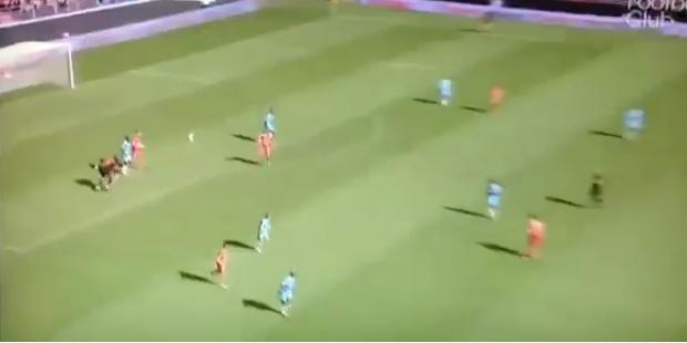 Peinlich! Marseilles Goalie missglückt Auswurf