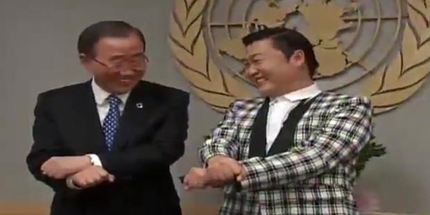 Ban Ki Moon und Psy tanzen