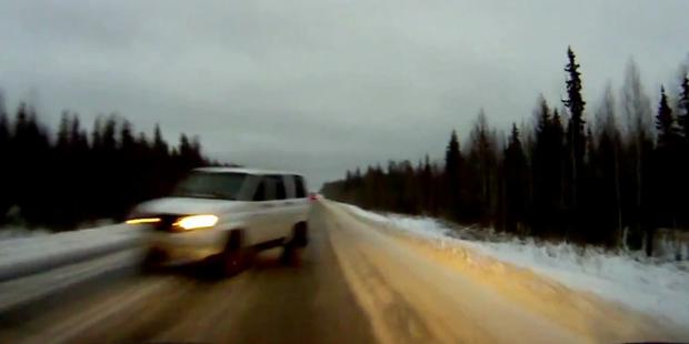 SUV rutscht beinahe in den Tod