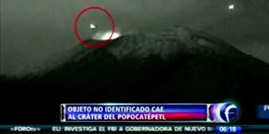 UFO kracht in Vulkan-Krater