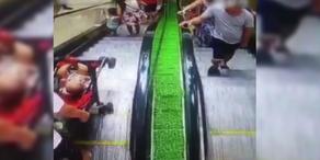 Darum solltet ihr nie mit dem Kinderwagen die Rolltreppe benutzen