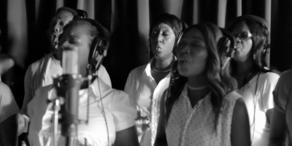 Stars singen Song für Grenfell-Tower-Opfer
