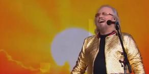 Bee Gees: Cooler Auftritt in Glitzerjacke