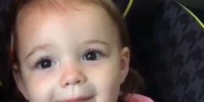 Süßes Baby erfindet neues Wort für
