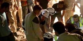 Syrien: Hunderte Weißhelme evakuiert