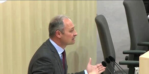NEOS-Anfrage zu Grenzkontrollen: Andreas Schieder