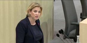 NEOS-Anfrage zu Grenzkontrollen: Meinl-Reisinger
