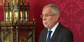 VdB: Will Wahlen Anfang September