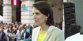 EU-Wahl: Erdrutsch-Sieg für ÖVP – Interview mit Edtstadler