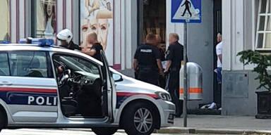Irrer raste in Einbahn auf Passanten und Polizei los