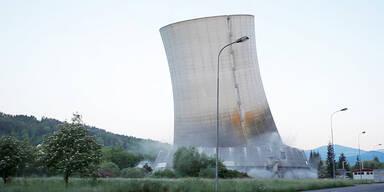 Kühlturm des Kohlekraftwerks abgerissen
