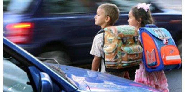 Kastenwagen-Lenker belästigt Volksschüler