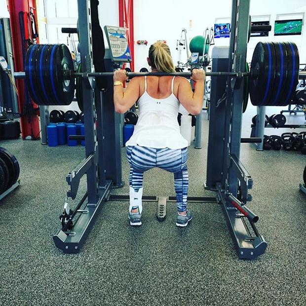 Lindsey Vonn stemmt Gewichte