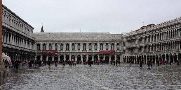 Venedig versinkt im Hochwasser
