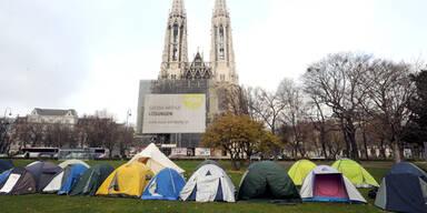 Polizei räumt Asyl-Camp vor Kirche