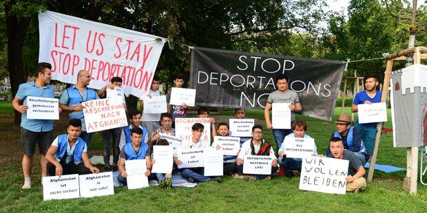 Flüchtlinge besetzen den Votivpark